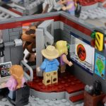 LEGO Jurassic Park Velociraptor Chase Review set 75932 Close the door Alan