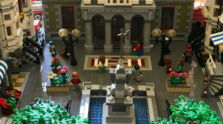 LEGO City French Town hall square by Flickr user Jean Macou