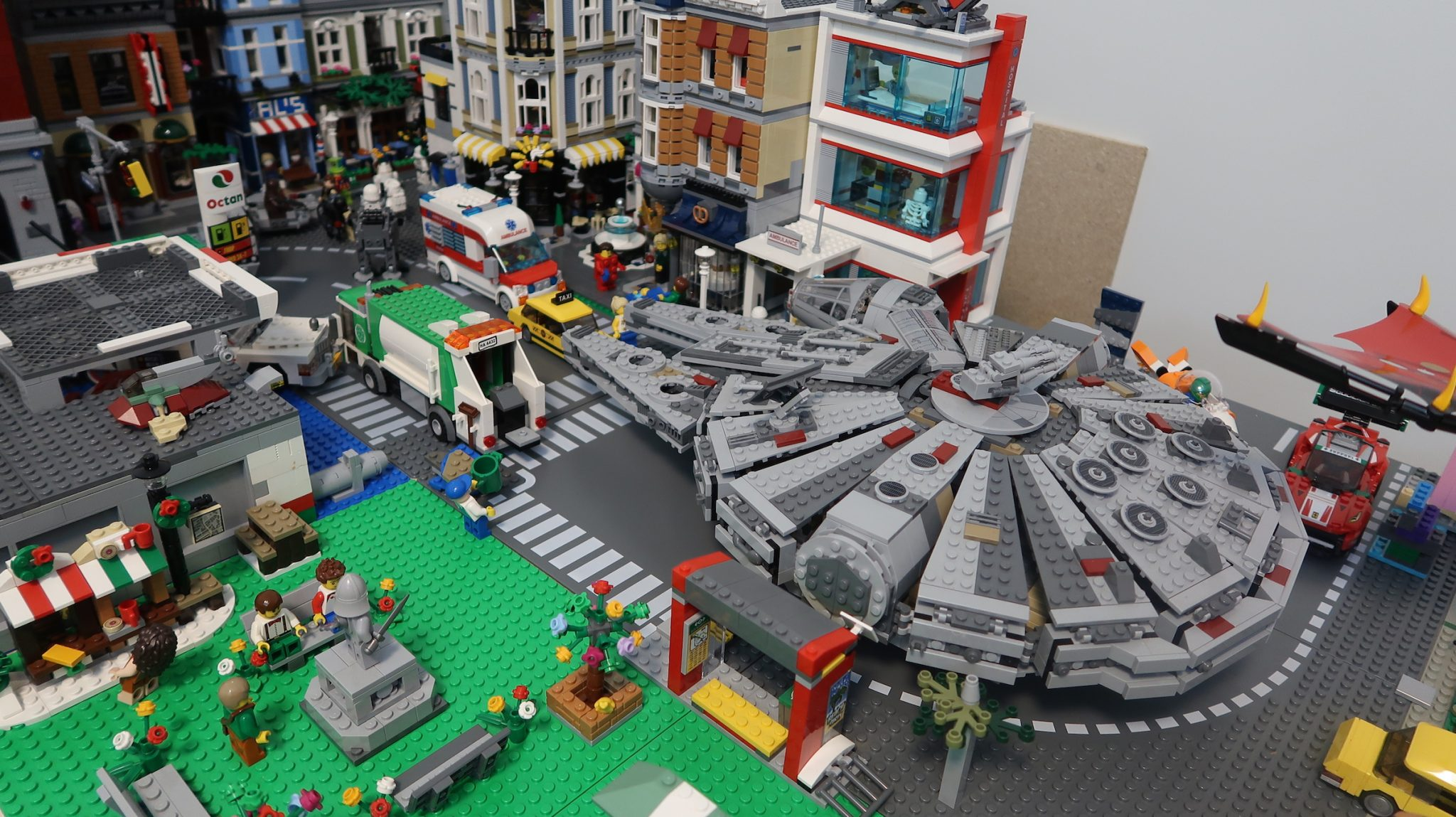 LEGO CITY UPDATE 13: Star Wars Day Celebrations!